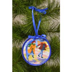 ТР185аБ1010 Пошита новорічна іграшка для вишивання Пара (серія: Ковзанка) 10см в діаметрі