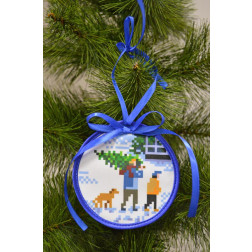 Пошита новорічна іграшка для вишивання Приємні клопоти (серія: Ковзанка) 10см в діаметрі ТР188аБ1010