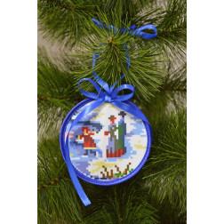 Пошита новорічна іграшка для вишивання Канікули (серія: Ковзанка) 10см в діаметрі ТР190аБ1010
